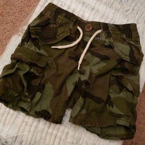 GAP BABY camo cargo shorts